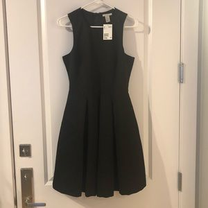 Brand New Black H&M dress. Pockets!!!!
